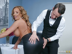Office facial for slutty horny MILF Grub Streeter Richelle Ryan