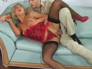 leggy blonde hoe indulges herself in mechanical office anal sex