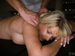 Horny mature Milf Amy is approachable for massage together with wild doggy fuck