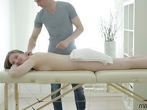 Skilled masseur knows how to rejoin pussy of sex-appeal client Belinda