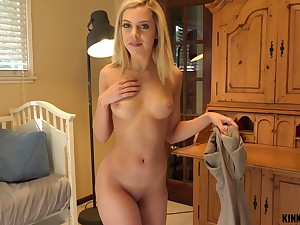 Dude plays with titties and fingers pussy of Allie Nicole before getting a BJ