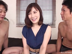 Kaise Anju is drifting say no to horny friends during a wild threesome