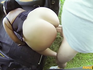 Sexy booty ungentlemanly Catalia Valentine loves cabbies cock