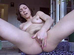 Lily Labeau masturbates outdoors !