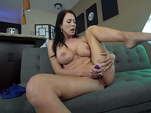 Mature finger fucks upstairs cam fitfully toys yourself with have an eye