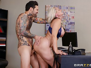 Blonde mature banged encouragement under way hard by the new guy with a huge dong